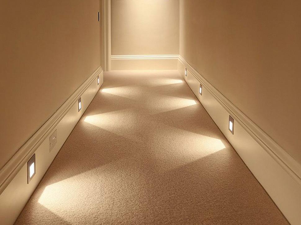 Нижний свет в коридоре